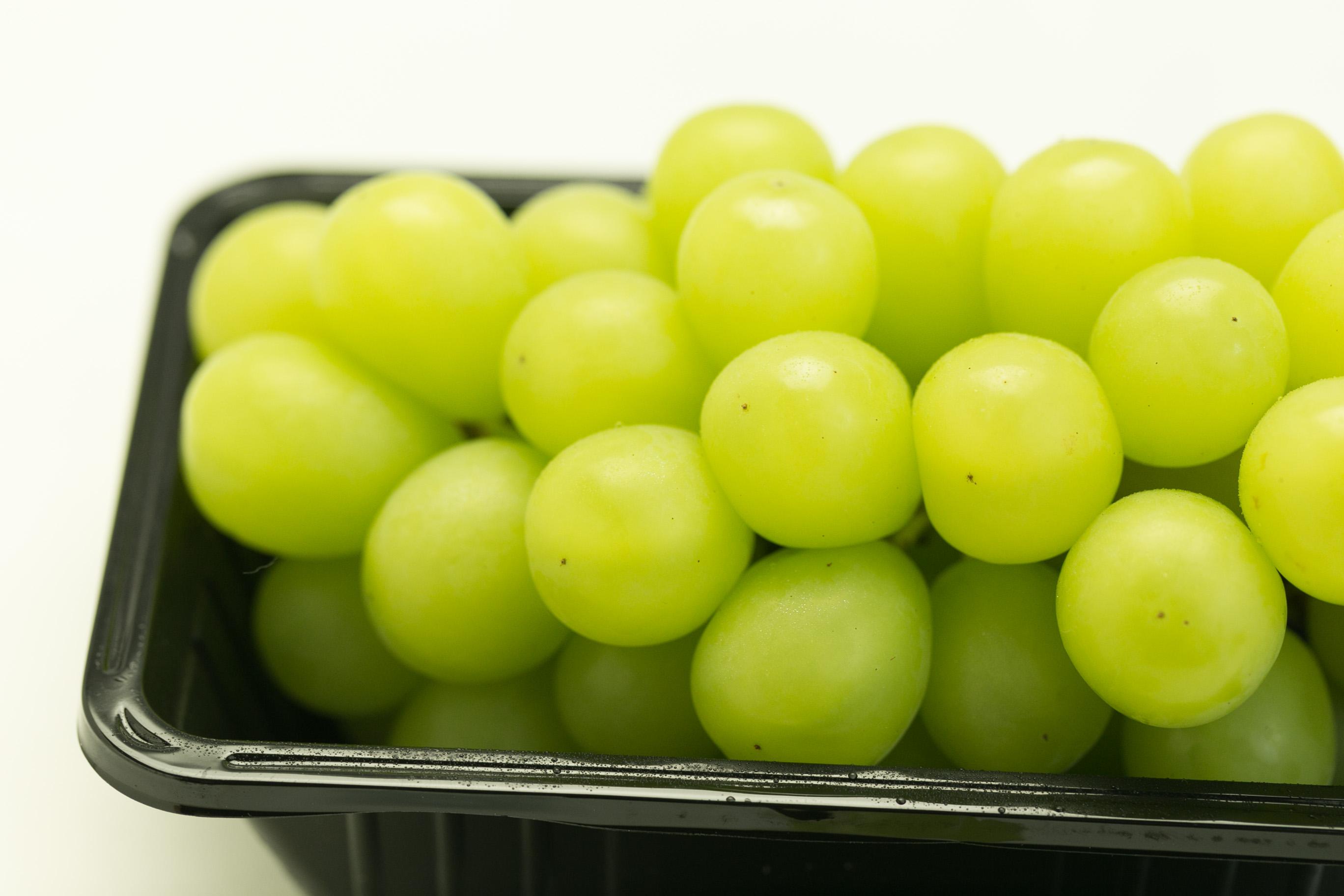 シャインマスカット(JA須高)は皮ごと食べられて、種なし。甘いぶどう。