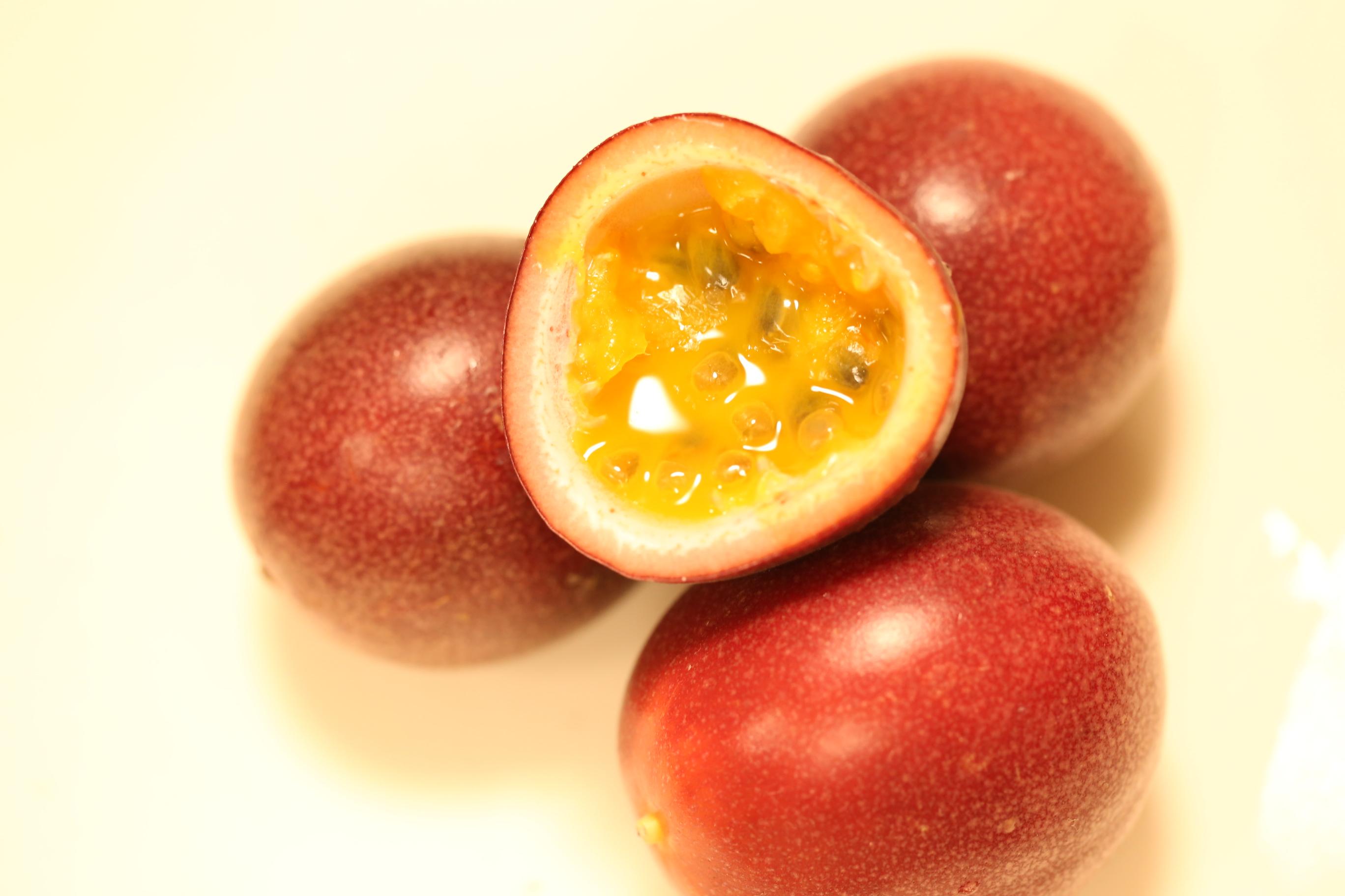 吉田園のパッションフルーツは酸味の中の甘みが強くて美味しい!拘りの栽培方法(育て方)を聞いてきました。