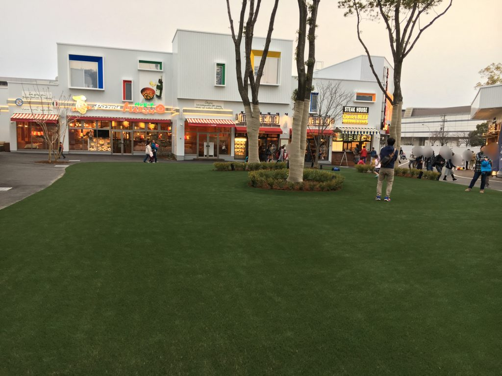 メーカーズピア 広場