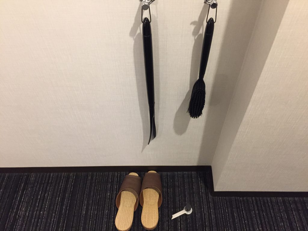 福井マンテンホテル駅前 靴磨き