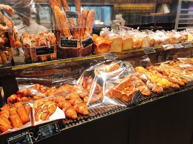ベーカリー&レストラン沢村の内観