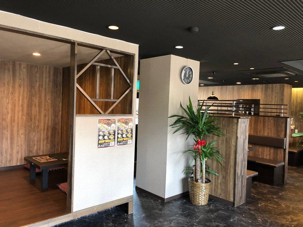餃子専門店福沢の内観