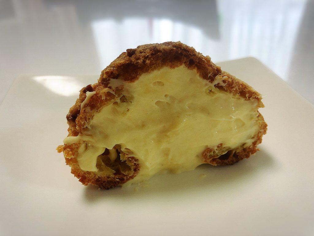 洋菓子スロウのシュークリーム