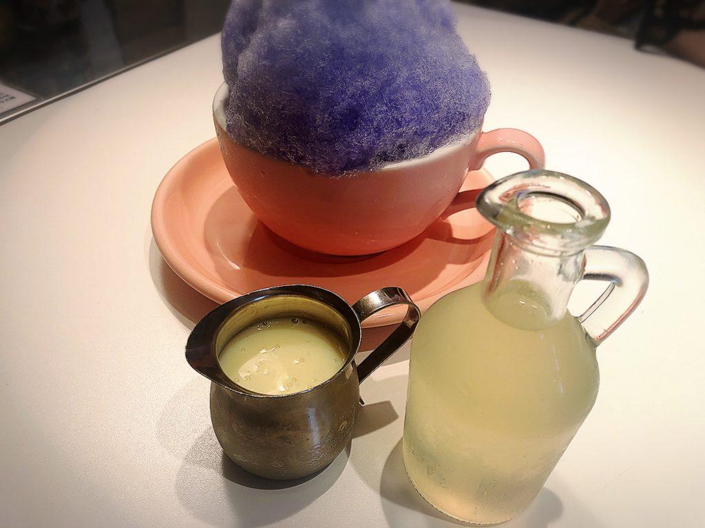 ゴルチャのかき氷にかけるレモン果汁とシロップ