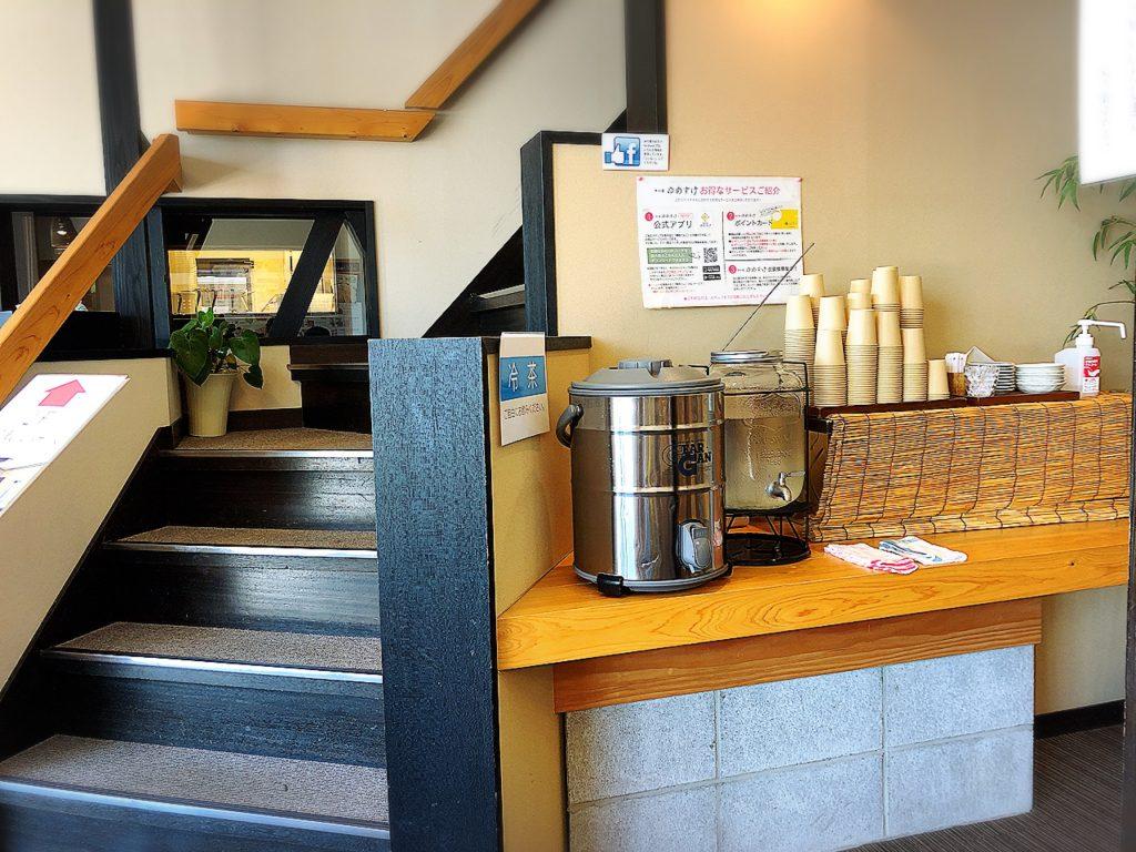 夢助だんご(米の菓ゆめすけ)の店内 2階への階段