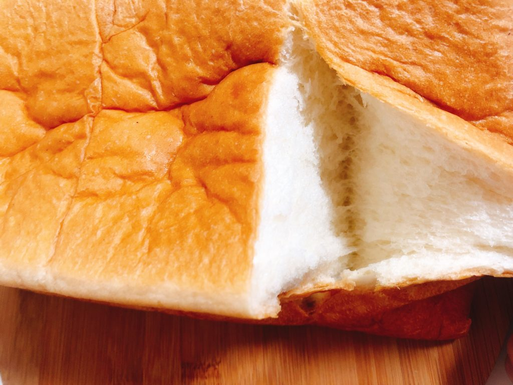 ベーカリーカフェラルジュの食パン