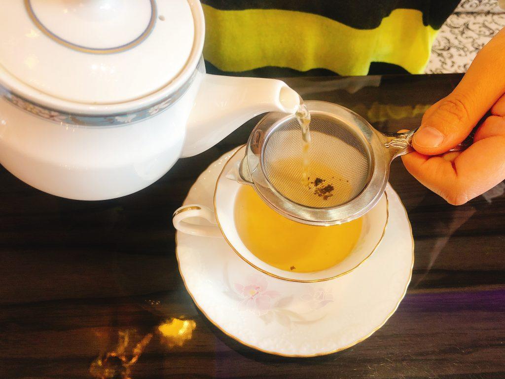 シャンデリア飲茶のジャスミンティー