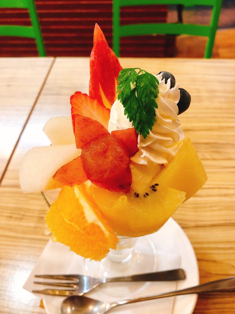 果物専門店ヤオカネのパフェ