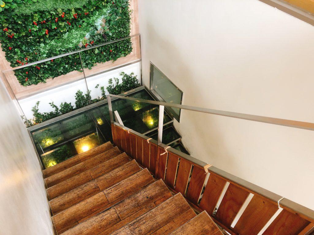 サニーオーチャード栄の階段