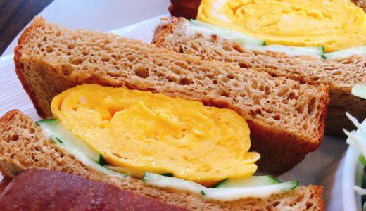 春日井「BROWN CAFE(ブラウンカフェ)」のふすまパンのたまごサンド。