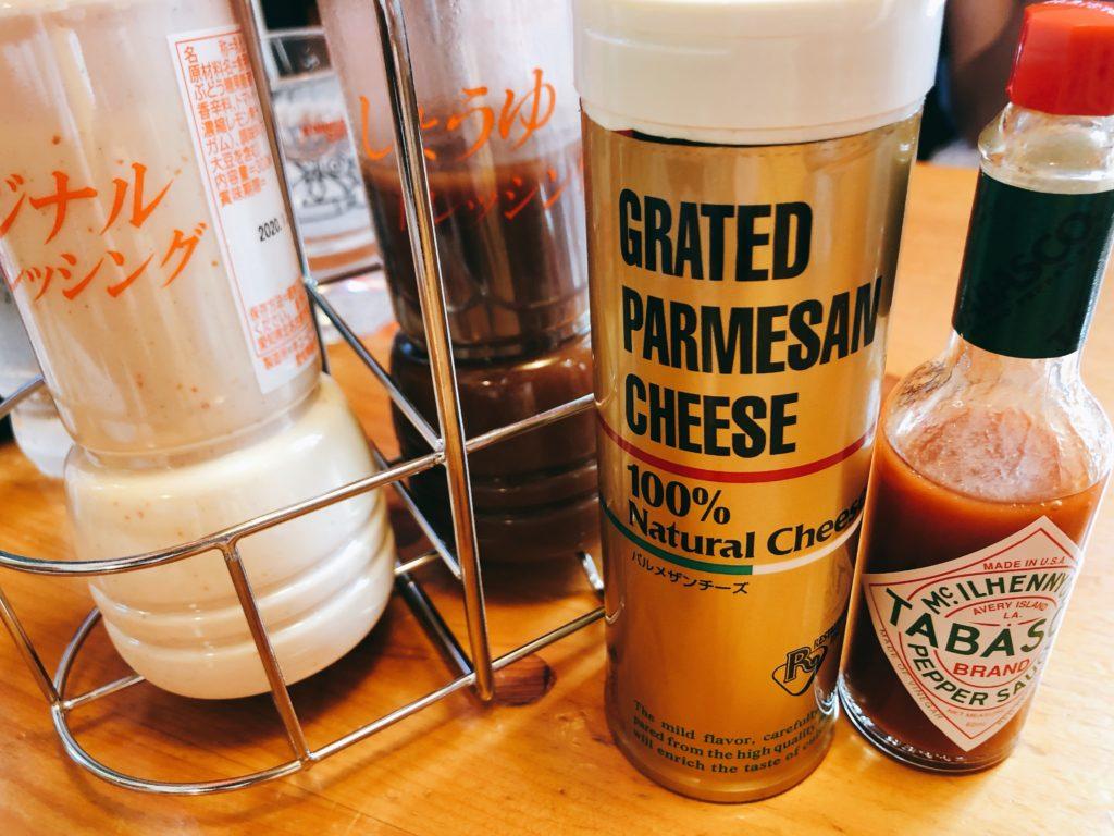 コメダのスパゲティ(パスタ)のドレッシング、タバスコ、パルメザンチーズ