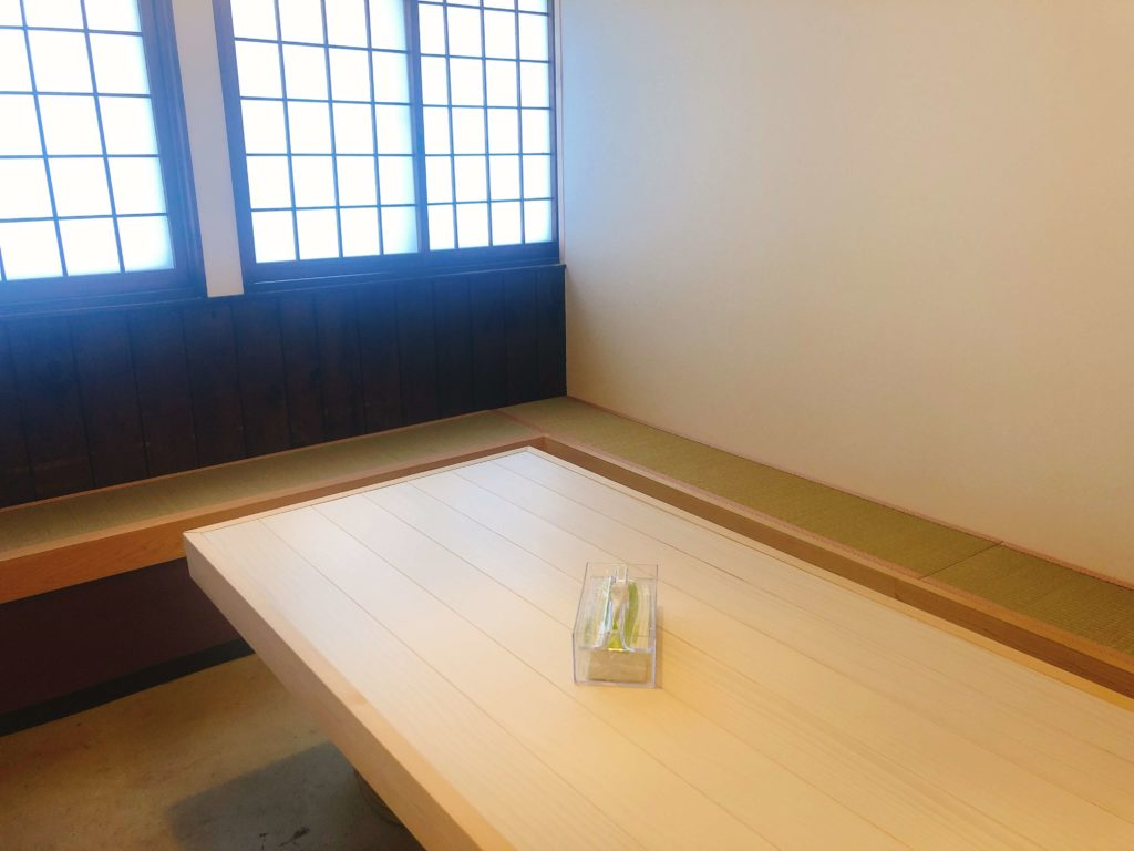木曽川商店の待合室