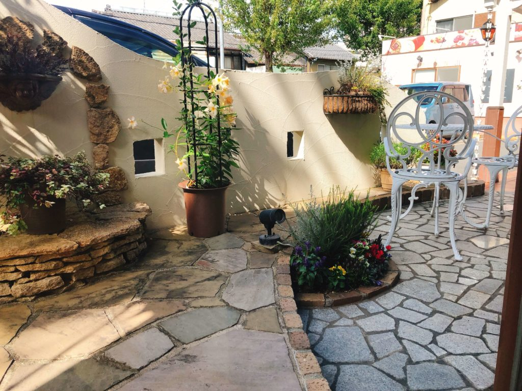 ロアジスの中庭