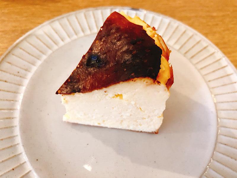 スターカリー&カフェのバスクチーズケーキ