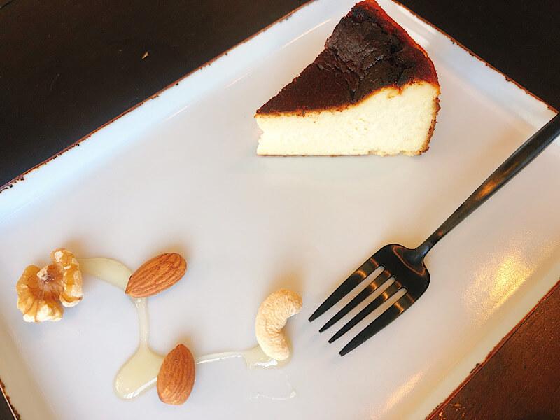 モッキンドウのバスクチーズケーキ