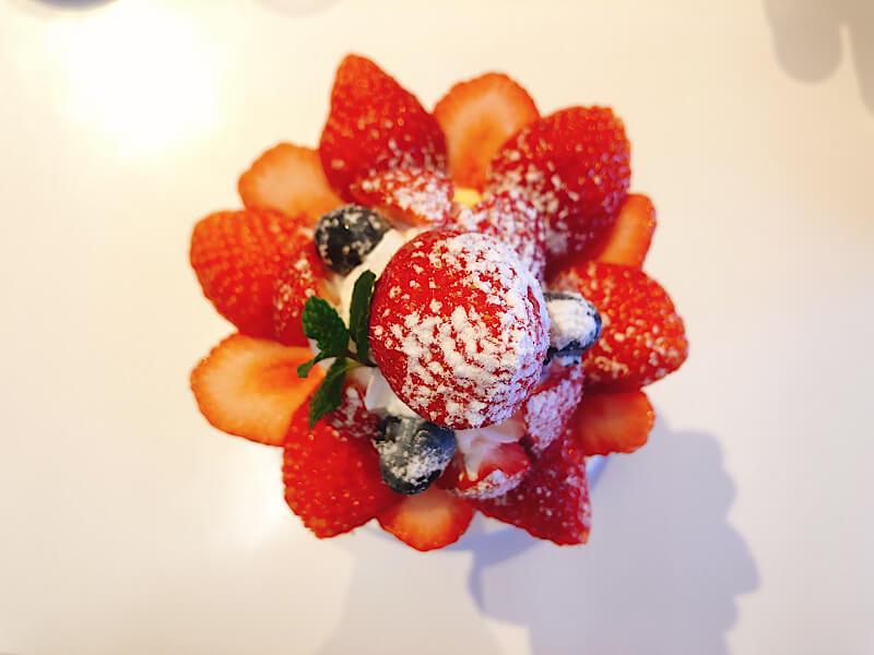 フルーツショップセリーヌのレッドパールのパフェ