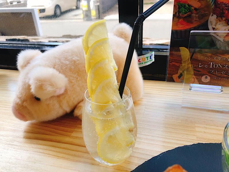 ポークスタンド スリーピッグ のレモンスカッシュ
