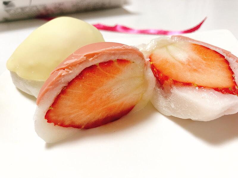 花桔梗のチョコ苺大福