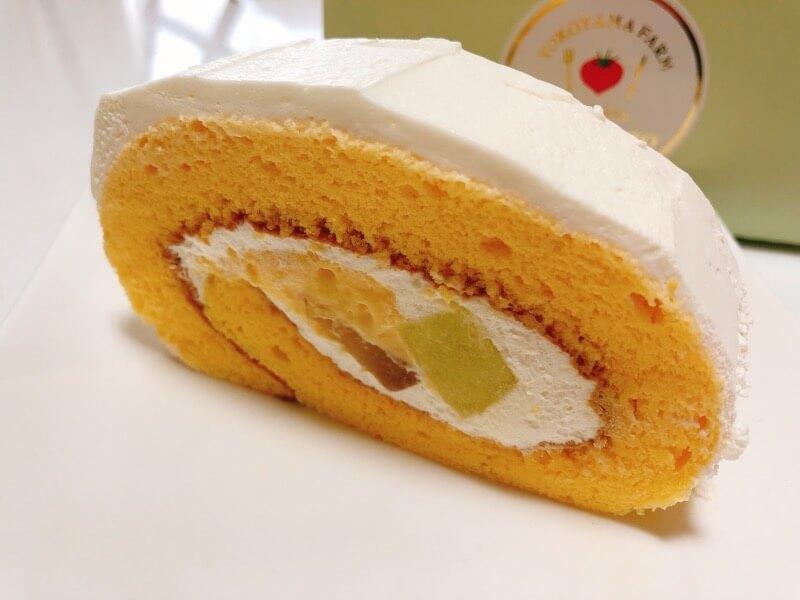 オステリアカンパーロの桃のロールケーキ