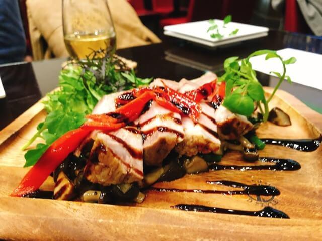 スペインバル REGOLITHもち豚の香草オーブン焼き