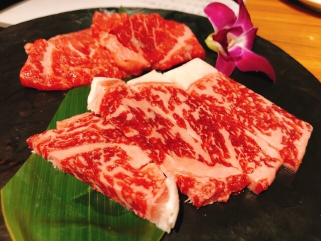肉卸直送焼肉たいが錦店の宮崎牛ロース・上ロース食べ比べ