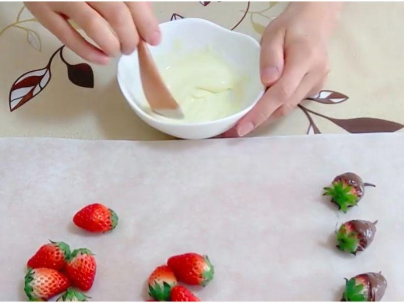 ホワイトチョコをレンジで溶かす