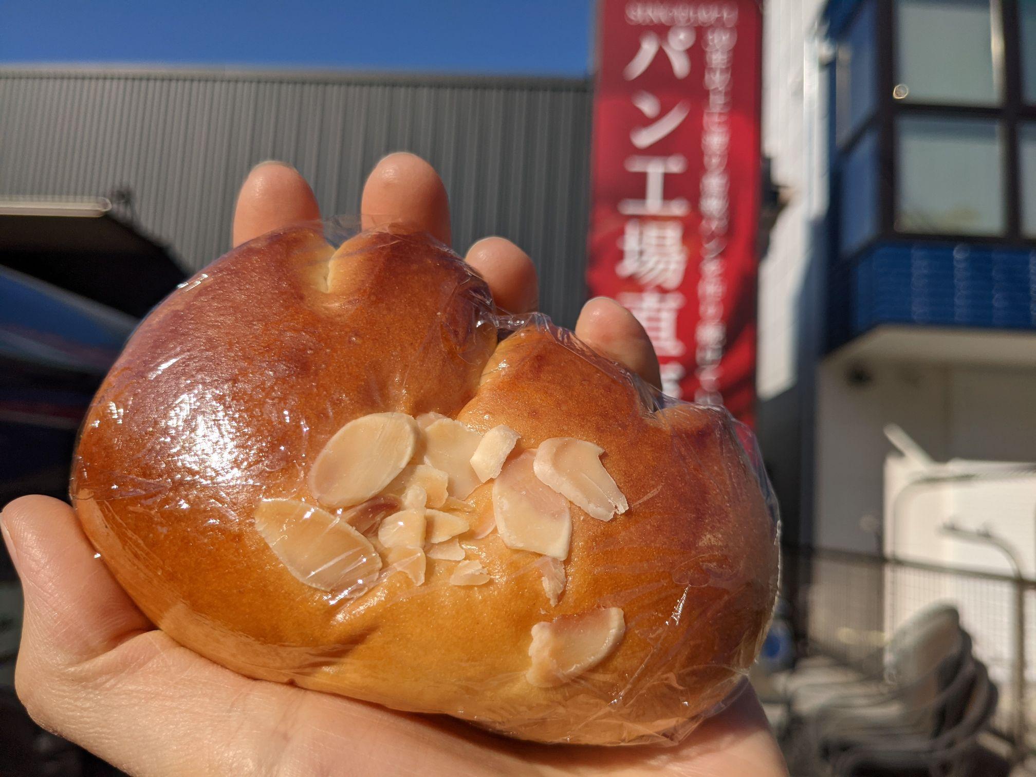 カメリヤのクリームパン