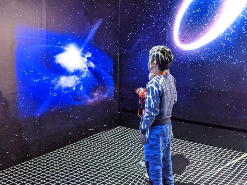 アインシュタイン展 名古屋市科学館 天体になって宇宙を歩こう3