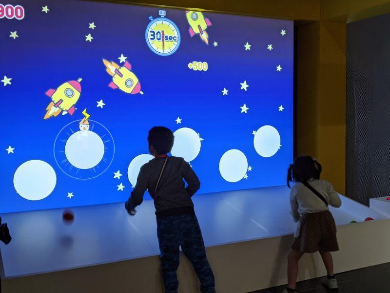 アインシュタイン展 名古屋市科学館 光の粒で電子を飛ばそう7