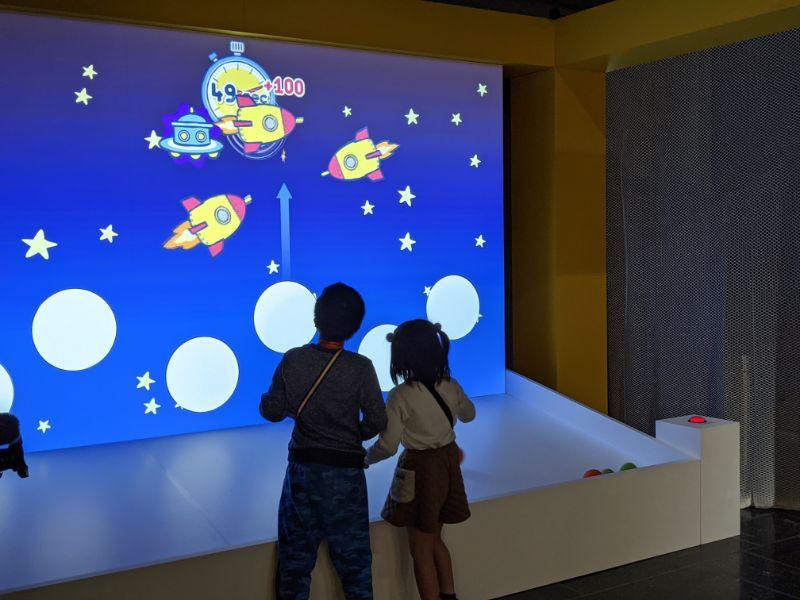 アインシュタイン展 名古屋市科学館 光の粒で電子を飛ばそう5