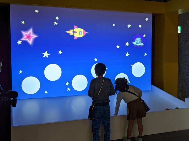 アインシュタイン展 名古屋市科学館 光の粒で電子を飛ばそう2