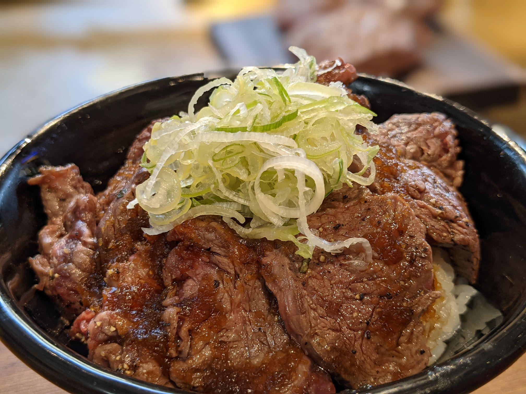 ステーキハウスメガインディアンズ小牧のハラミ丼