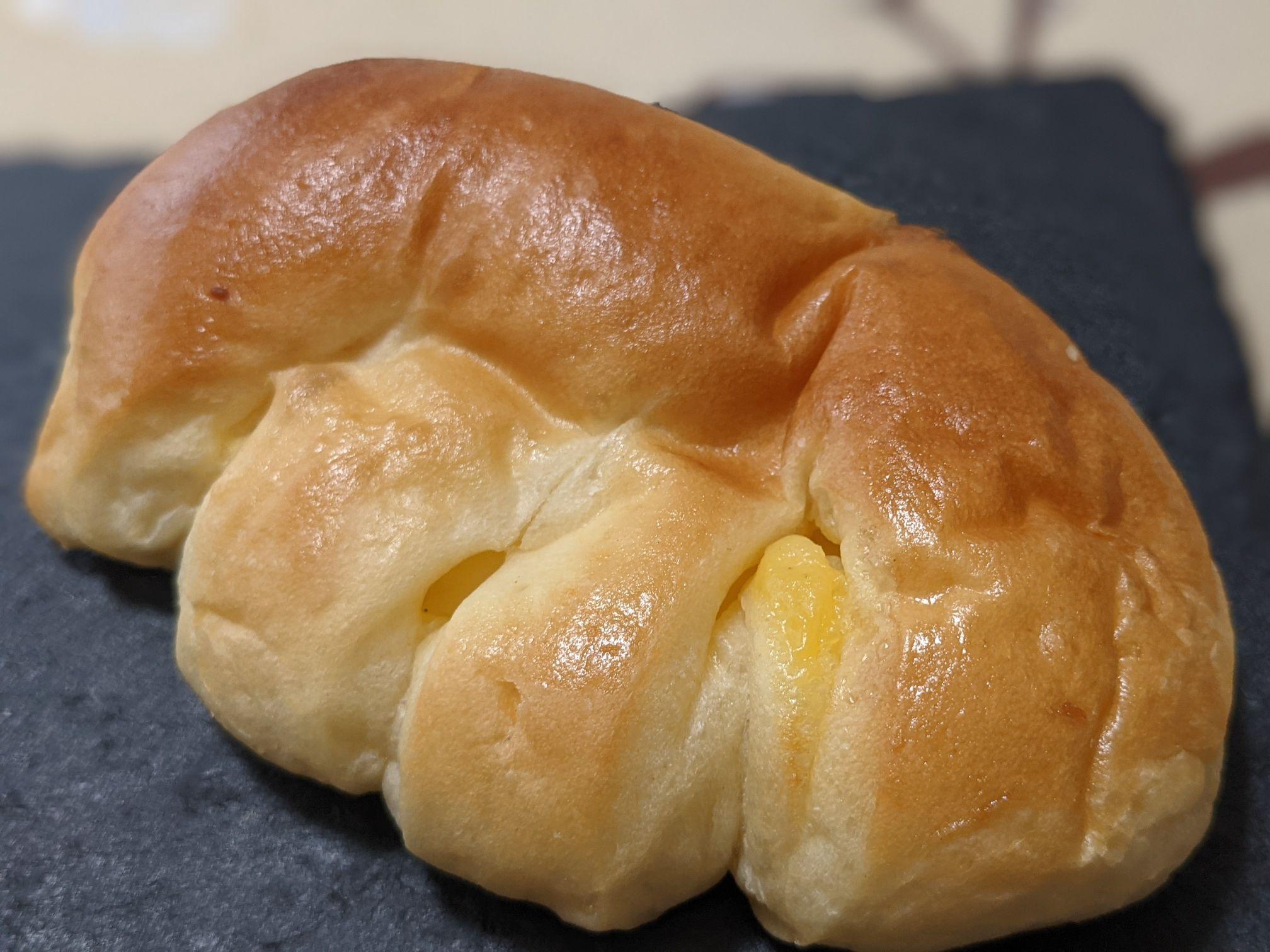 PICASSO(ピカソ)烏森本店の黄金のクリームパン